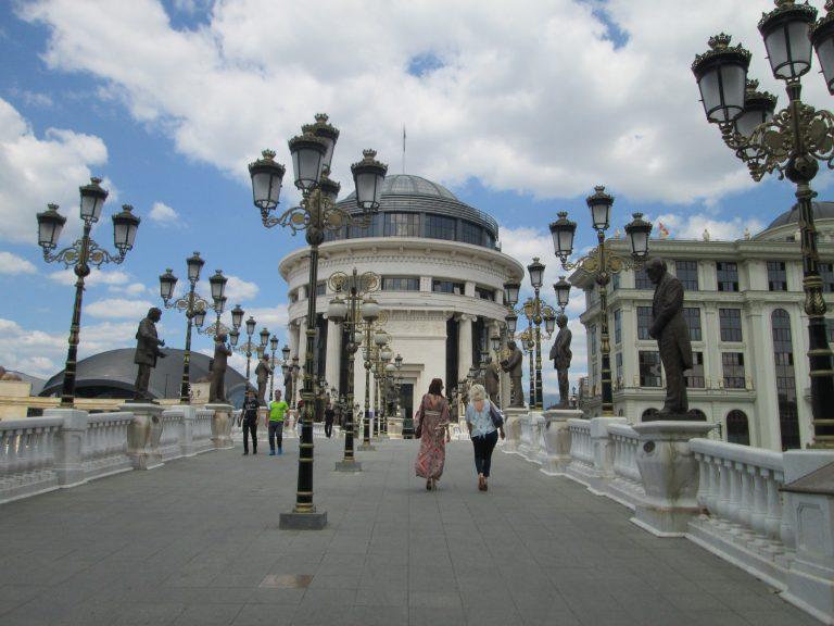 Skopje es, aparentemente, una ciudad muy nueva