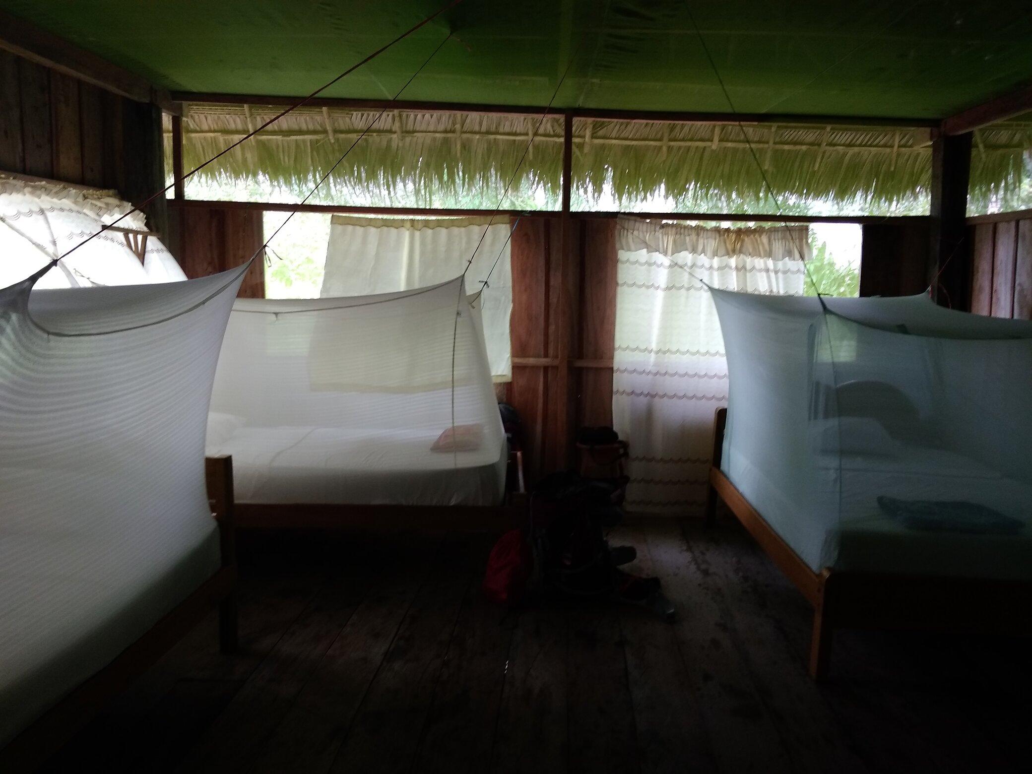 Camas con mosquitera en el Amazonas